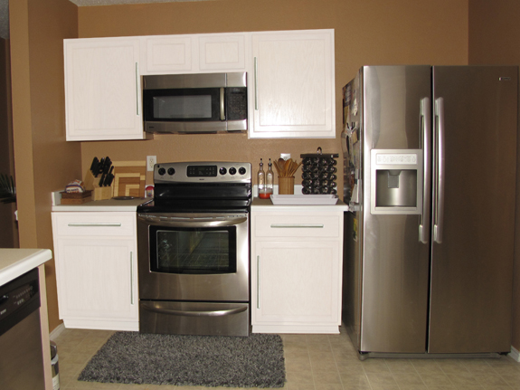 Kitchen cabinet colors with white appliances car for Kitchen cabinet choices